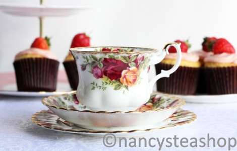 Royal Albert Old Country Roses tea set: vintage tea cup, saucer and plate