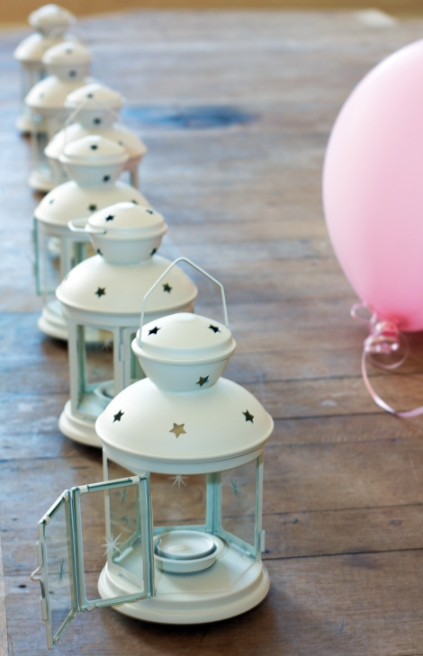 a photo of a line of Lanterns in the wedding buffet