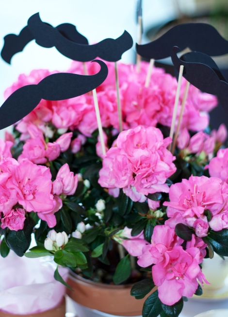 A photo of a pink flower centrepiece