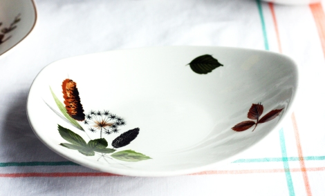A photo of a vintage Midwinter potteries snack plate