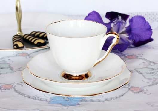 Queen Anne vintage tea set