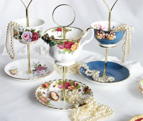 A photo of a Royal Albert Old Country Roses jewellery stand