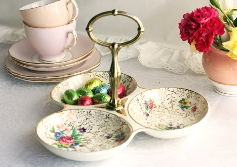 A photo of a Midwinter potteries Porcelon sweets tray