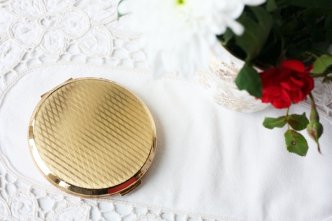 A picture of a Vintage Stratton compact mirror
