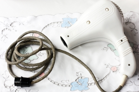 A picture of a Vintage Pifco white hairdryer