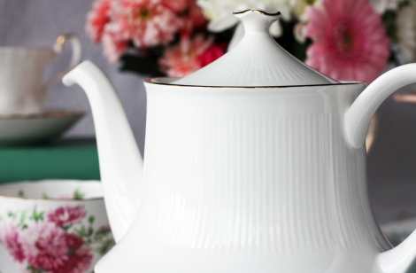 A picture of a Royal Standard vintage English china teapot
