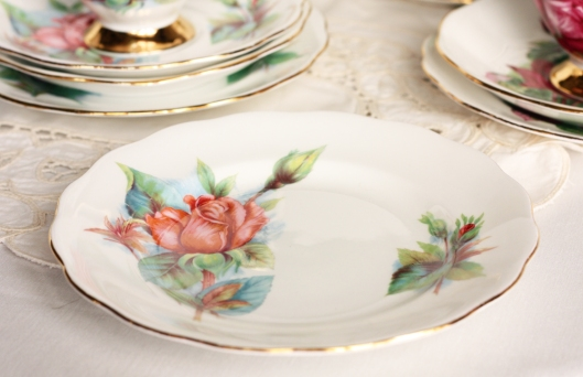 A picture of a vintage Royal Standard Harry Wheatcroft plate