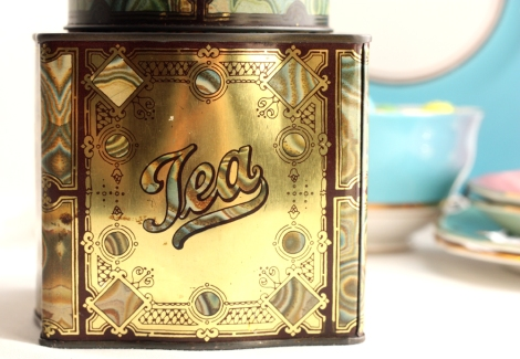 A photo of a Dodo vintage tea caddy