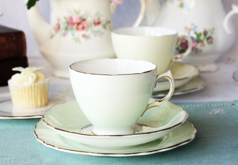 A picture of a Royal Vale vintage tea set