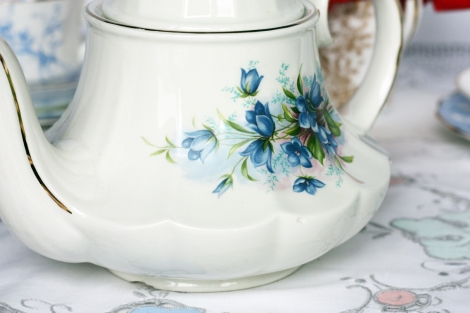 A picture of a vintage Sadler teapot with blue flower pattern
