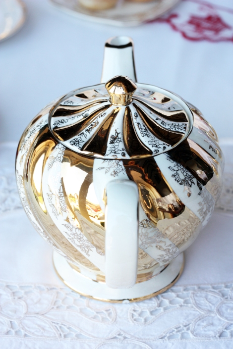 A picture of a gold swirly vintage Sadler teapot