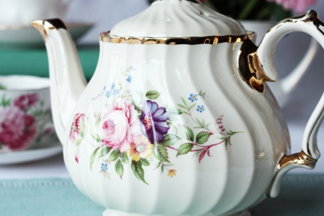 A picture of a vintage Sadler teapot with a rose pattern