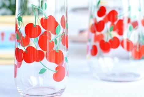 Viintage cherry jug set 3