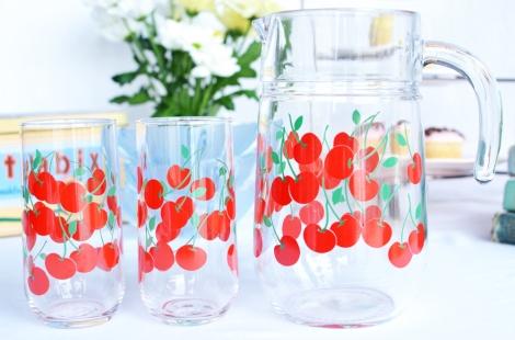 Viintage cherry jug set