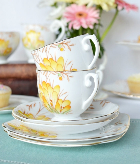 Roslyn yellow flower teasets