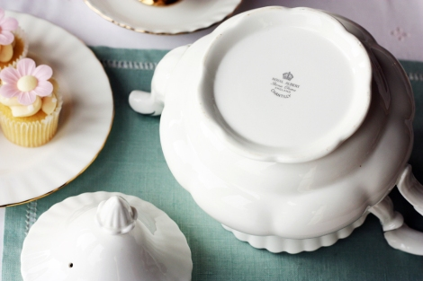 Royal Albert Chantilly teapot5